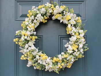 Easy spring and summer wreath yellow and white