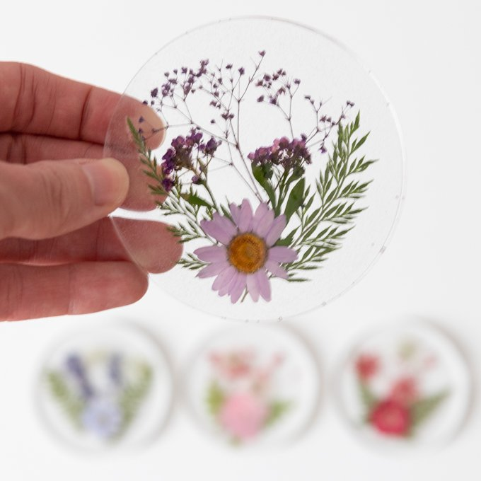How to make resin coasters with pressed flowers 3