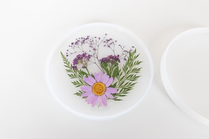 how to make resin coasters with dried pressed flowers 2