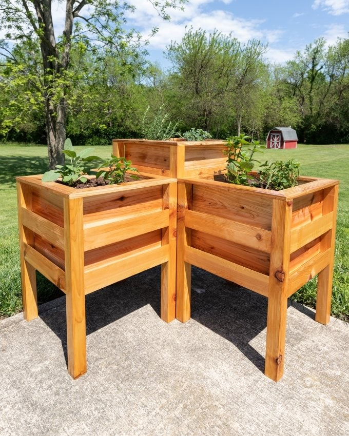 DIY Cedar planter bench 24