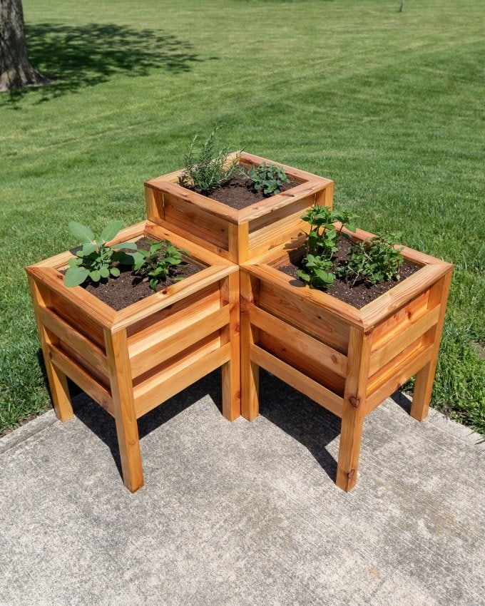 DIY Cedar planter bench 25
