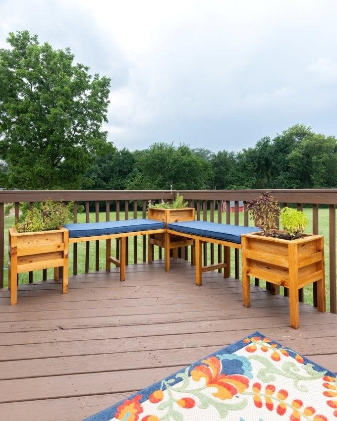 DIY Cedar planter bench 27